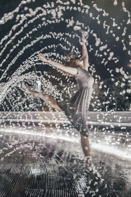 вода,девушка,танец Вод духовное единствоphoto preview