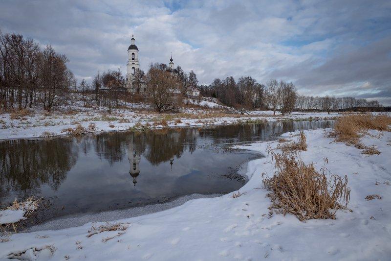 зима,река,храм,небо,облака,берег зима в Филипповскомphoto preview