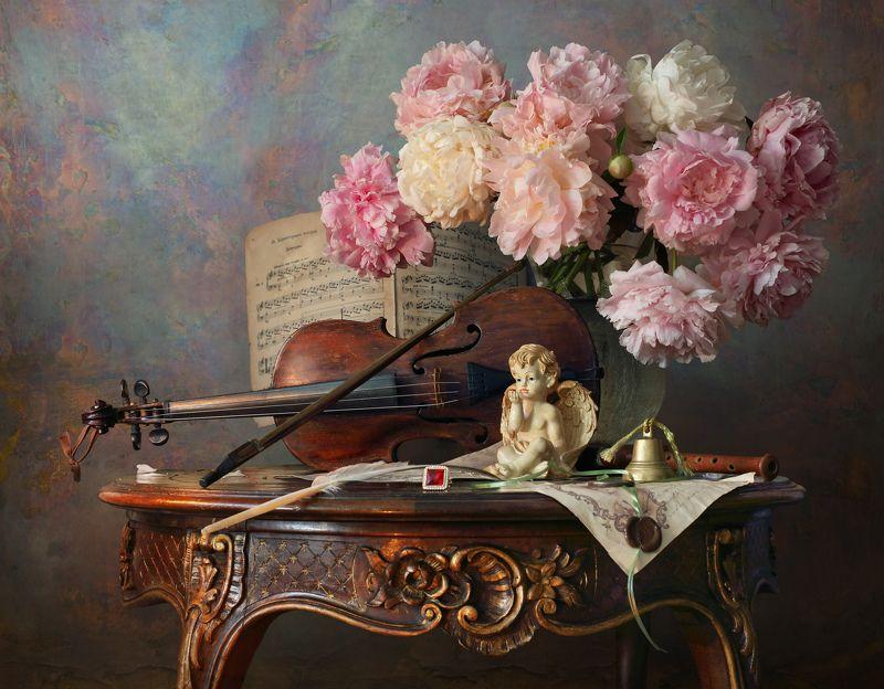 пионы, цветы, скрипка, ангел, скульптура, букет, музыка Натюрморт со скрипкой и пионамиphoto preview