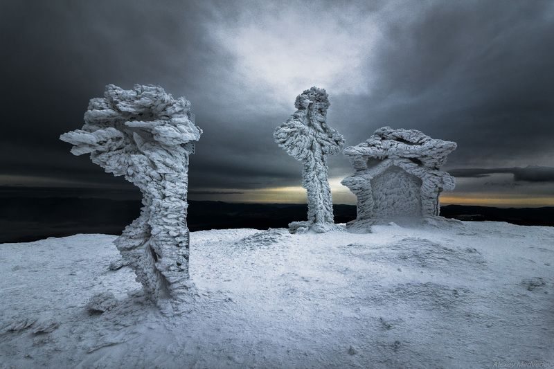 карпаты, чорногора, петрос, зима, лед, холод, поход, зимний, намерзание, капличка, хрест Пан Петросphoto preview