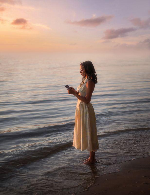 девушка, море, брюнетка, природа, вода, закат, свет, золотой час Александраphoto preview