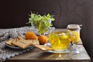 Чай с липовым  цветом и мёдом