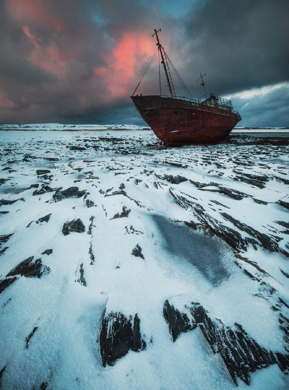 кольский, закат, зима, рыбачий Корабль-призракphoto preview