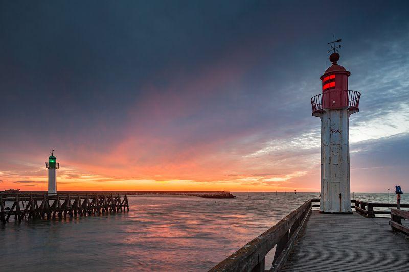 маяк, море, закат, пирс, небо, прилив, красный, зеленый *Зеленый и Красный*photo preview