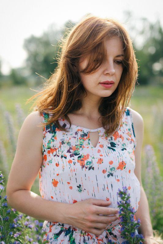 лето; девушка; природа; поле; цветы; солнце; Ветренный июньphoto preview