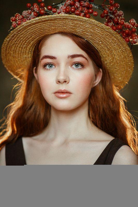 рыжая девушка в соломенной шляпке Аняphoto preview