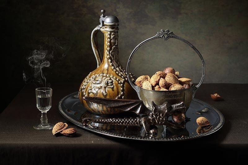 натюрморт, беллармин, кувшин, орехи Средство от сплинаphoto preview