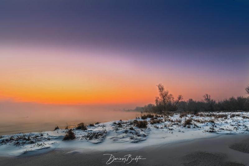 Winter sunrise on the Vistula River.photo preview