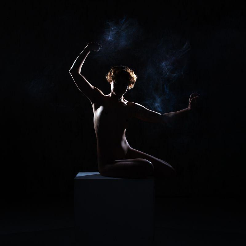 ню, девушка, дым, контровый свет, силуэт Нюphoto preview