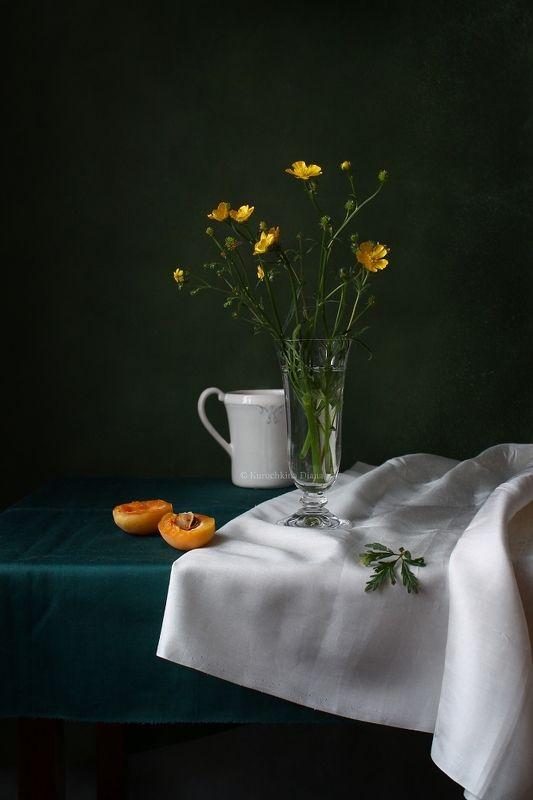 натюрморт, цветы, лютики, абрикосы, желтый цвет С лютикамиphoto preview