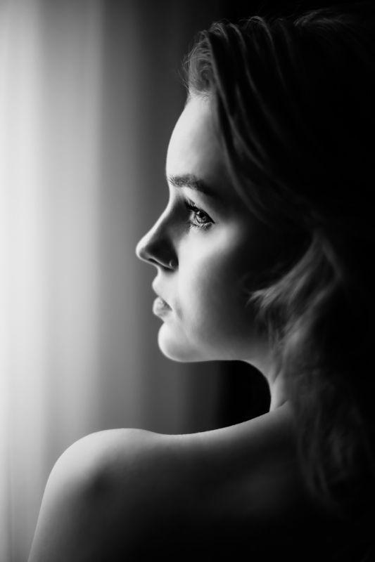 девушка, взгляд, черно-белое, волосы Молчание глубоко...photo preview