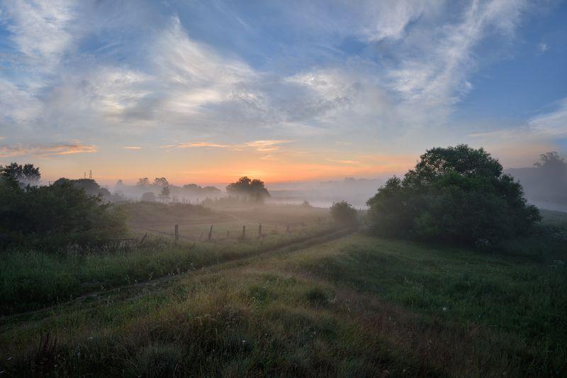 лето,утро,рассвет,туман,небо,облака,свет,дорога,деревня рассветphoto preview