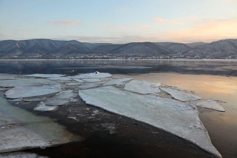 пейзаж, волга, зима, закат, река, лёд, горы Закат над Волгой у Прибрежногоphoto preview
