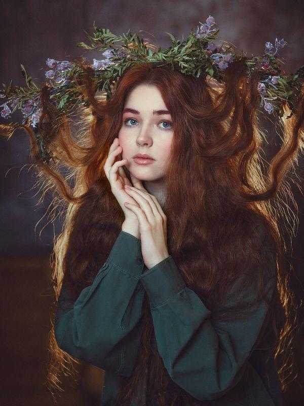 длинноволосая красавица, рыжие волосы, зеленые глаза, венок, фея, нимфа, нежность Лесная феяphoto preview