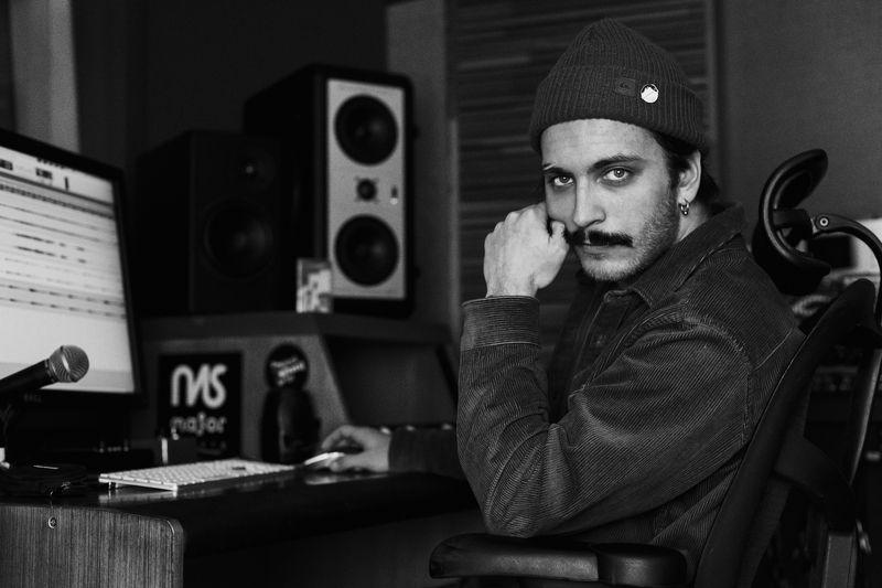 bw, man, portrait, studio, musician, zamirasozieva Danielphoto preview