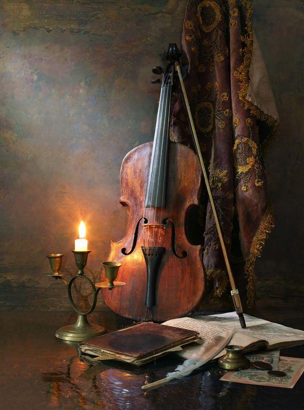 скрипка, музыка, свеча, книга, декорация, история, культура Натюрморт со скрипкойphoto preview
