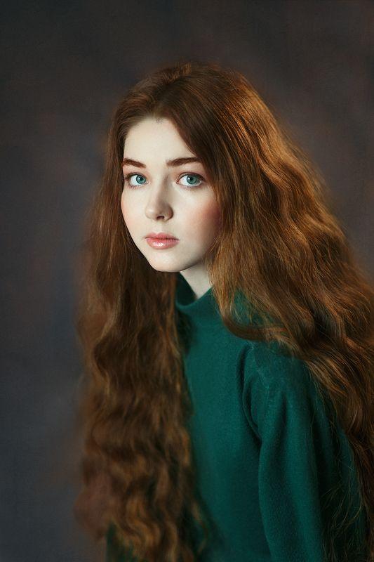 Открытый взгляд, нежная красавица, длинные рыжие волосы, зеленые глаза, милая. Аняphoto preview