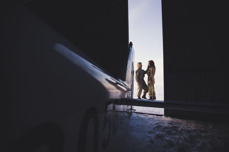 самолёт, девушки, ангар, аэродром Первый полётphoto preview