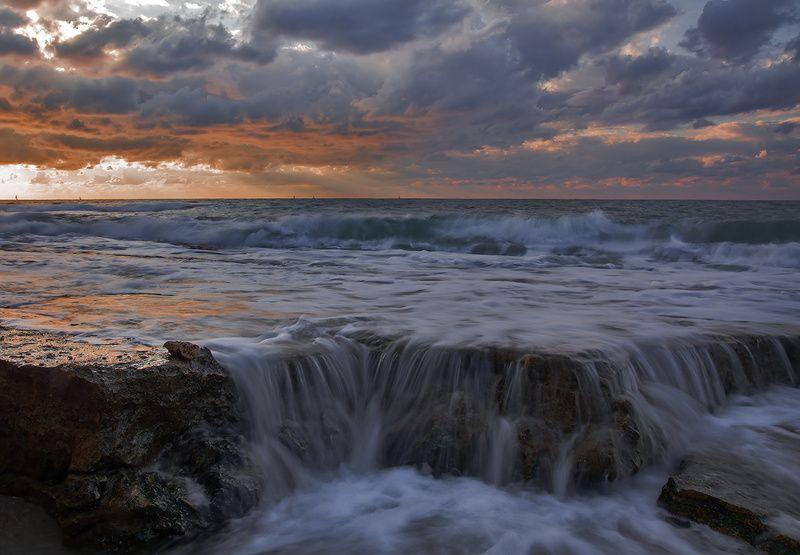 Однады вечером. Средиземное море .photo preview