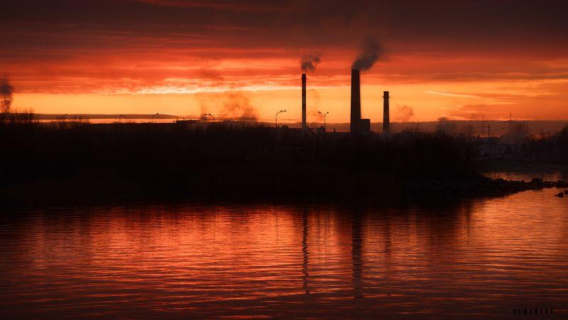 город, море, закат, трубы, завод, облака, настроение, городской пейзаж, city, dusk, sunset, industrial, cityscape, fineart. Закат с индустриальным оттенком.photo preview