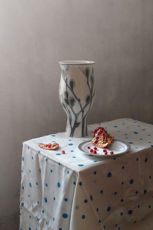 натюрморт, ваза, гранат Этюды с фарфоровой вазой и гранатомphoto preview
