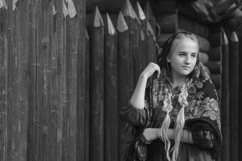 женский портрет У стен осадного двораphoto preview