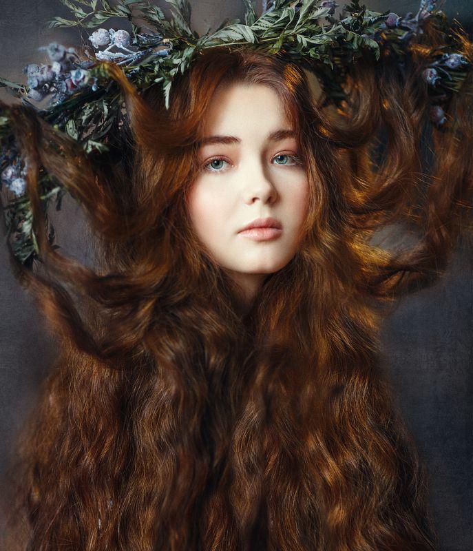 юная, красавица, длинные волосы, рыжая, кудрявая, зеленые глаза, венок Аняphoto preview