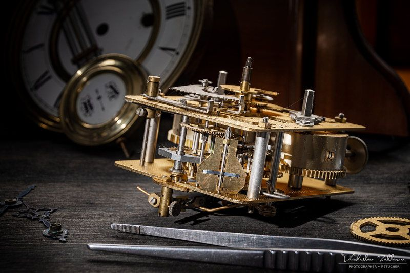 Уже стоят, старинные часы... Старинные часы, уже стоят...photo preview