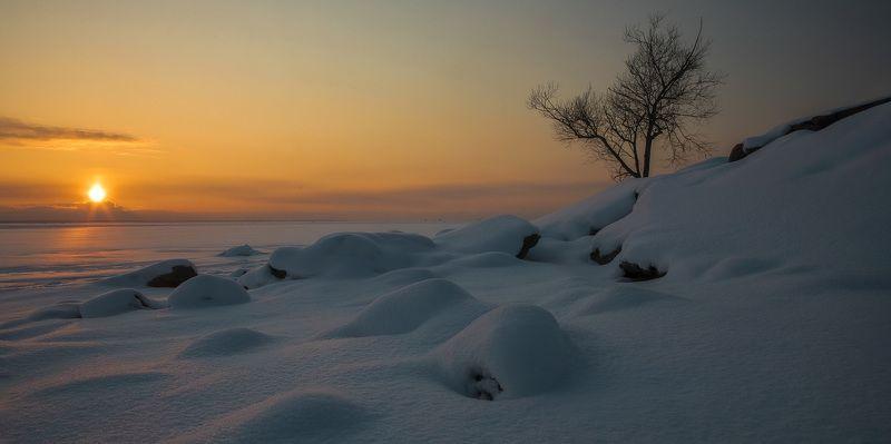 зима, вечер, город, берег, закат, снег, небо, солнце Закатphoto preview