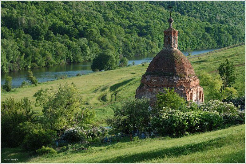 храм,сирень,цветёт Сирень цвететphoto preview