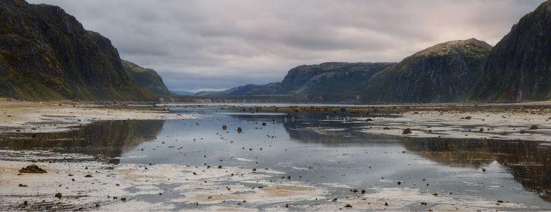 териберка, баренцево море, кольский Река Териберка. Отливphoto preview