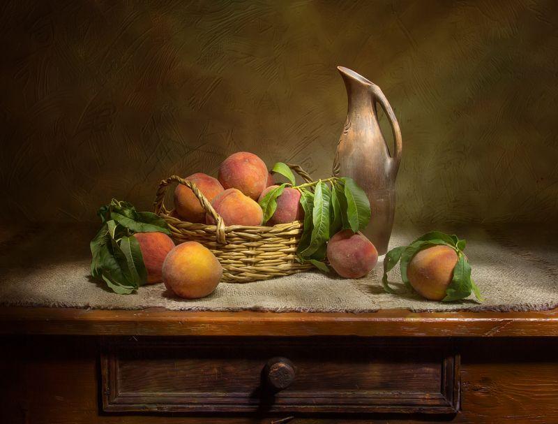 натюрморт, персики, кувшин Крымские персики...photo preview