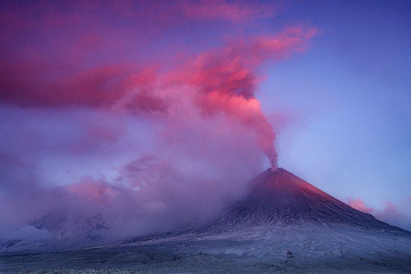 Камчатка, вулкан, извержение, природа, путешествие, фототур, пейзаж, пепел, рассвет Розовый пепелphoto preview