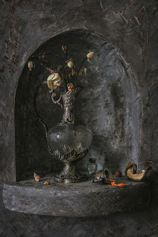 натюрморт, ниша, стекло, кувшин, цветы, розы Бутоны в нишеphoto preview