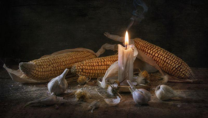 свеча,горение,кукуруза,чеснок,тепло,старый,травы,огарок Свеча горела на столе...photo preview