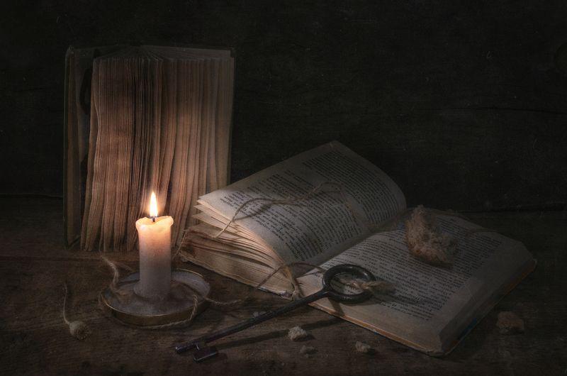 свет,чтение,книги,тёмный,вечер,свеча,пламя,огарок,ключ,корка хлеба,знания Тайный ключ !photo preview