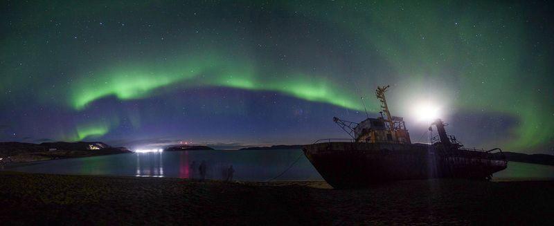 панорама, северное сияние, териберка, море, корабль, ночь, звезды, большая медведица Панорама северного сияния. Пляж в Териберкеphoto preview