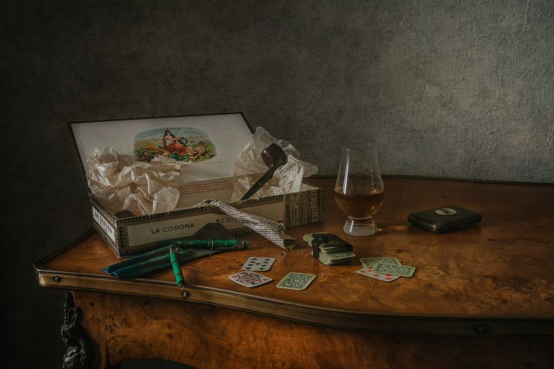 натюрморт, стекло, трубка, карты Мужской раскладphoto preview