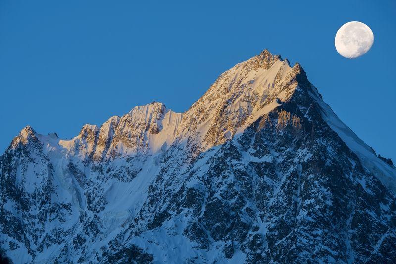 Кабардино-Балкария, Чегемское ущелье, гора Тихтенген, Северный Кавказ, г. Тихтенген-рассветphoto preview