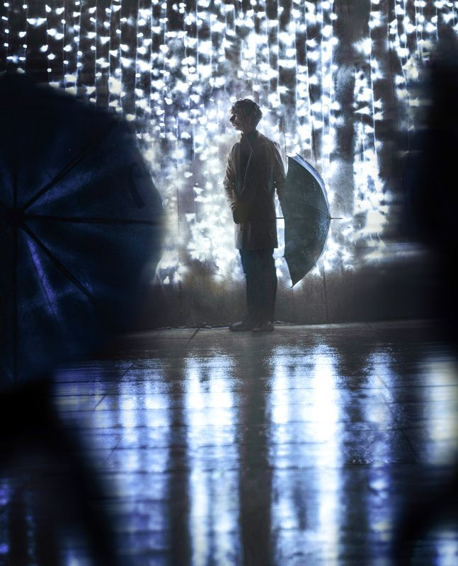 люди,зонт,улица Персонажphoto preview
