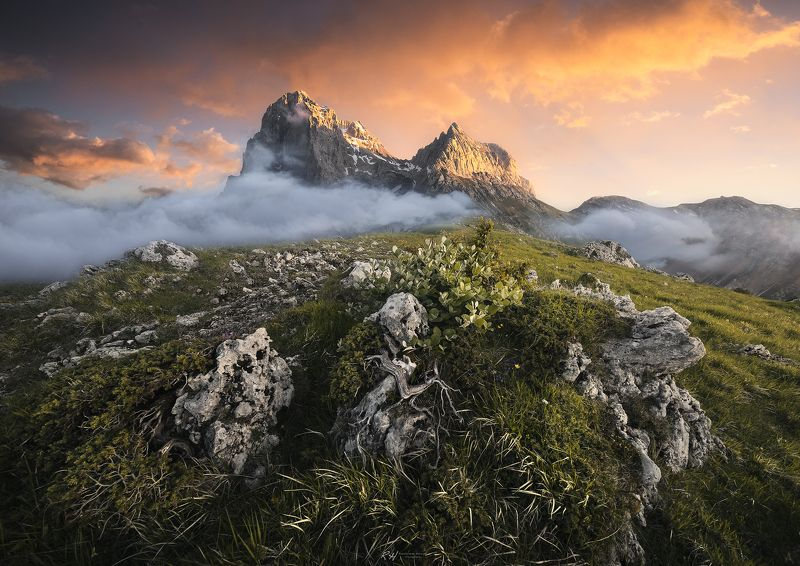 #landscape #mountains #gransasso #italy #sunset Giants on fire фото превью