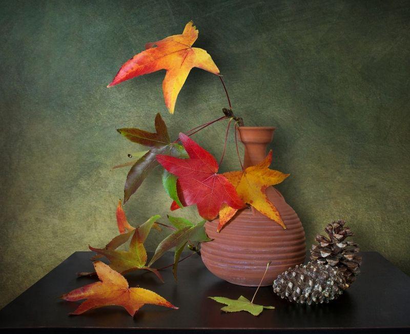 Натюрморт с осенними листьямиphoto preview