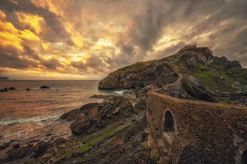 испания, бискайское побережье, бискайский залив, атлантика, океан, скалы На закатеphoto preview