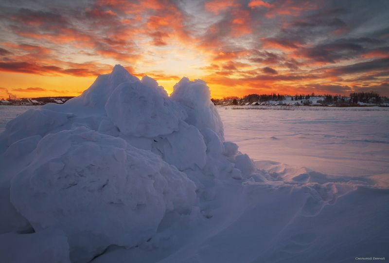 зима, снег, сугробы, закат, поле. Сугробыphoto preview