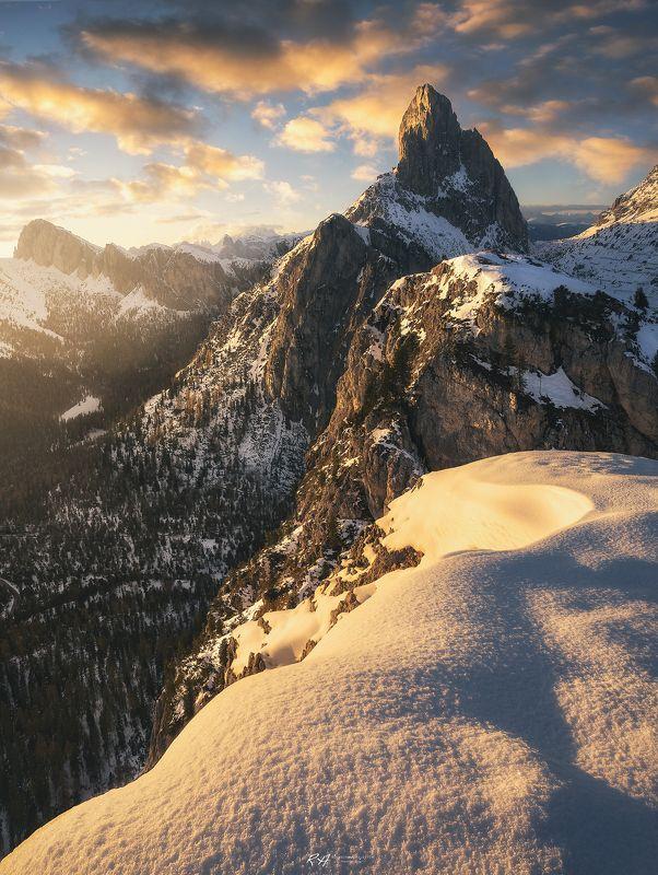 #landscape #mountains #dolomites #italy #sunset Witch\'s castel фото превью