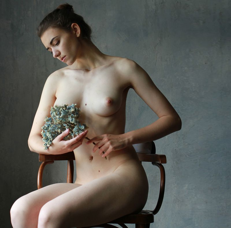 fine art nudes Study with dry flowersphoto preview