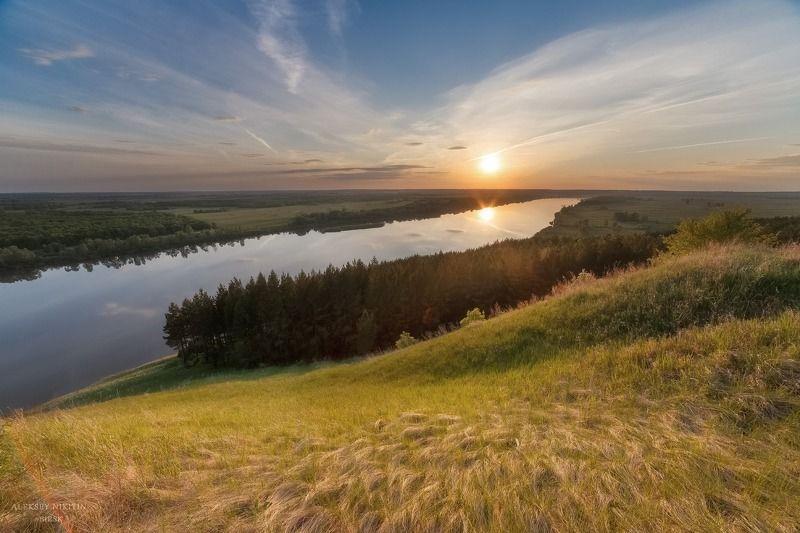Солнце светит и растет трава ... Майский закат на реке Белая.photo preview