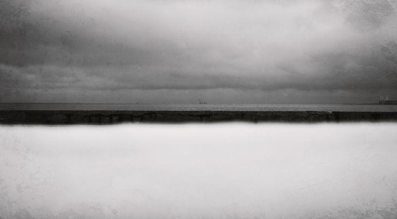 черно-белое, черное море, керченский пролив, корабль, причал, атмосфера, дзен, керчь, крым, россия, анатолий щербак Декабрьский дзен.photo preview