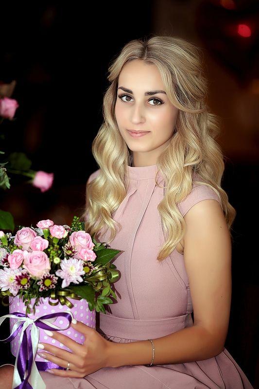 девушка, портрет, woman, girl, park, beautiful, pomoleyko, помолейко, красота, красотка, молодость Девушка с цветамиphoto preview
