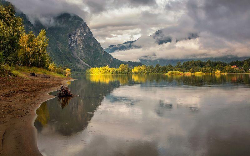 телецкое озеро,алтын-туу,утро,моросящий дождь,луч солнца Утро на Телецком озере...photo preview